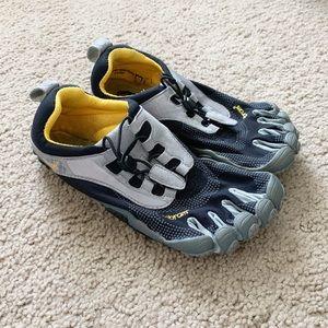 🌻 VIBRAM - toe shoes - women's size 7/7.5